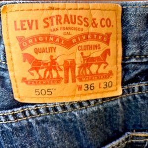 Levi's Jeans - Levi Strauss EUC Medium Wash Straight Leg Jeans
